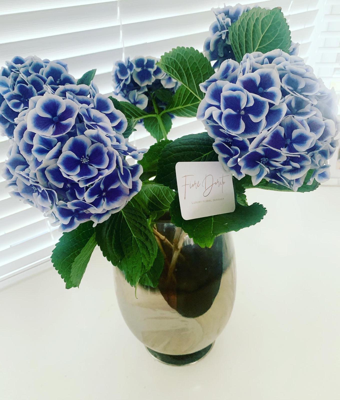 Single stem bouquets